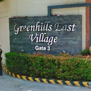 (SOLD) LOT FOR SALE: East Greenhills with Old House